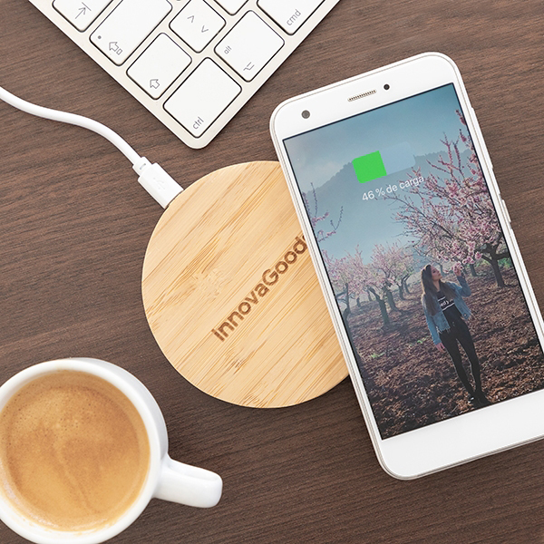 Carregador sem fios para smartphones em Bamboo