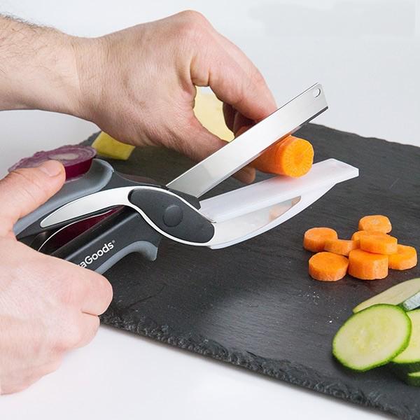 Faca-tesoura com mini tábua de cortar integrada